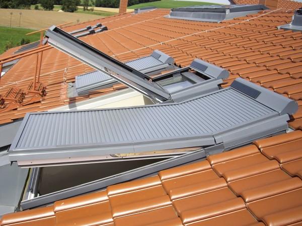 Balio Dachfenster Rollladen mit Solarmodul und Funksteuerung